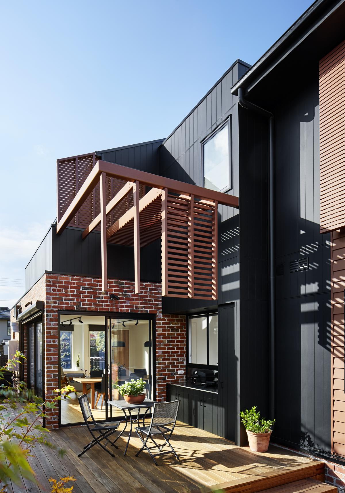 Downsizer Creates New Home in the Backyard of Her Corner Block
