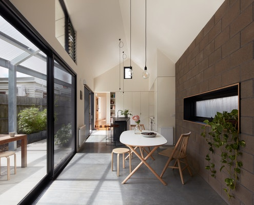 Courtyard House by Sarah Lake Architects (via Lunchbox Architect)