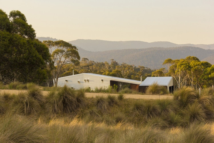 Crackenback Stables (via Lunchbox Architect)