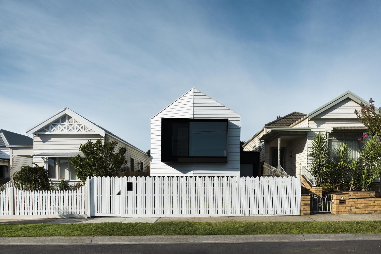 A Contemporary House Reinterprets Its Victorian-Era Neighbours