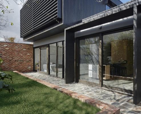 Garden Wall House by Sarah Kahn Architect (via Lunchbox Architect)