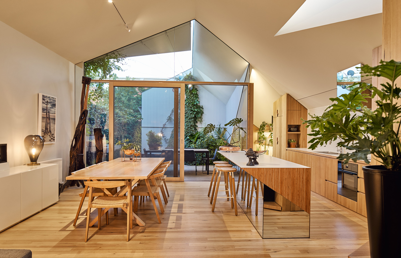 They Both Had a Home Designed by the Same Architect: Perfect Match?