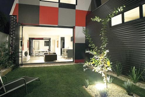 Jones House by Kavellaris Urban Design (via Lunchbox Architect)
