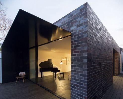 Llewellyn House by studioplusthree (via Lunchbox Architect)