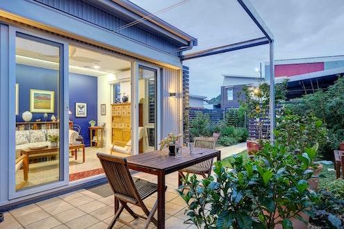 Lochiel Park Courtyard Home by TS4 Living (via Lunchbox Architect)