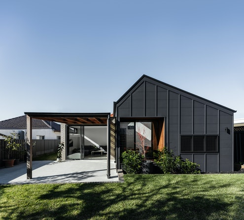 Offset House by Amrish Maharaj Architect & Kitty Lee Architecture (via Lunchbox Architect)
