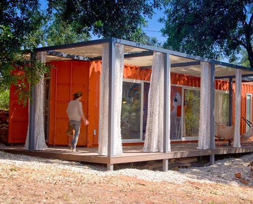 Shipping Container Guest House: by Studioarte Architecture (via Lunchbox Architect)