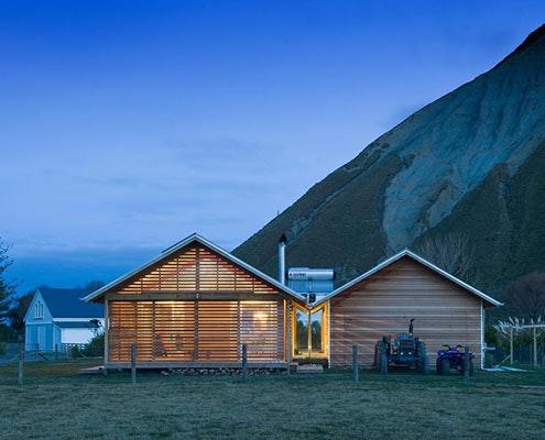 Shoal Bay Bach by Parsonson Architects (via Lunchbox Architect)