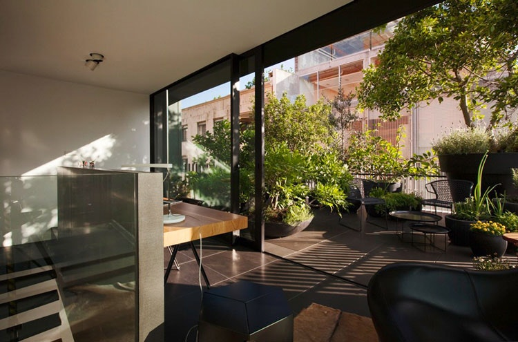 Small House office and balcony garden (via Lunchbox Architect)