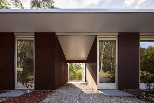 Sydney Blue Mountains House by Urban Possible (via Lunchbox Architect)
