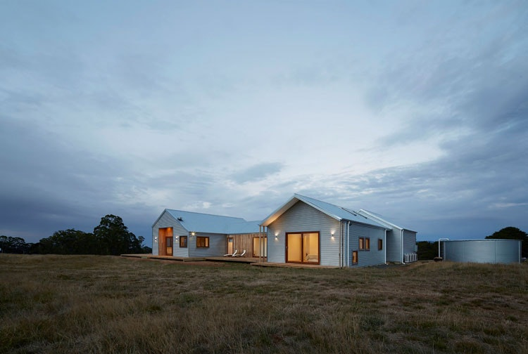 Trentham Modern Farmhouse by Glow Building Design (via Lunchbox Architect) (via Lunchbox Architect)