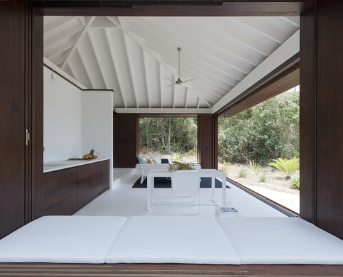 Tropical Beach House by Renato D'Ettorre Architects (via Lunchbox Architect)